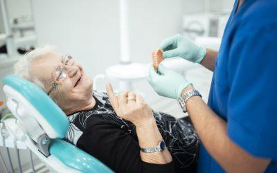 Las personas con alzhéimer requieren una mayor atención bucodental